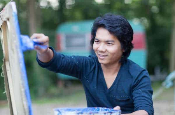 Meet Roeun Sokhom, Phare Live Painter