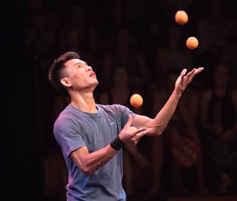 Phare Circus - juggler