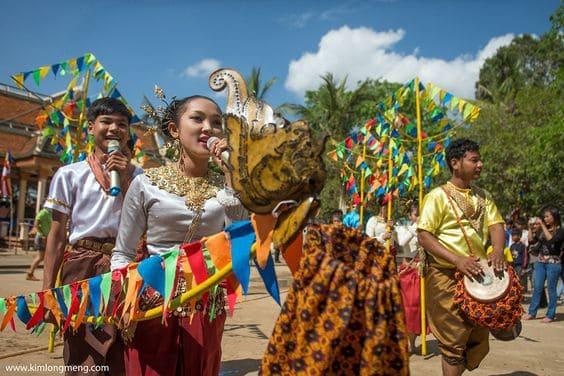 Khmer_dance_Kimlongmeng