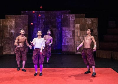 """Phare Circus performance """"Influence"""": male performers watch female performer juggling"""
