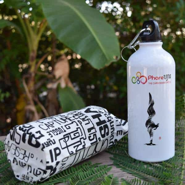 Sports water bottle - Phare Circus handstand - white bag 2